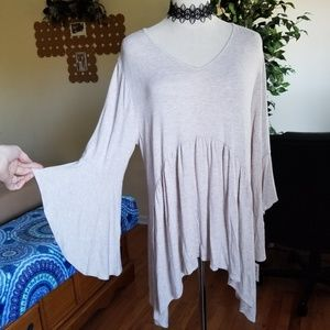 NWT babydoll bell sleeve tunic top L
